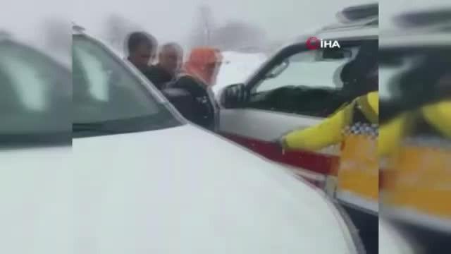 Kar yolları kapattı, 112 ekipleri hastaya ulaşmak için seferber oldu