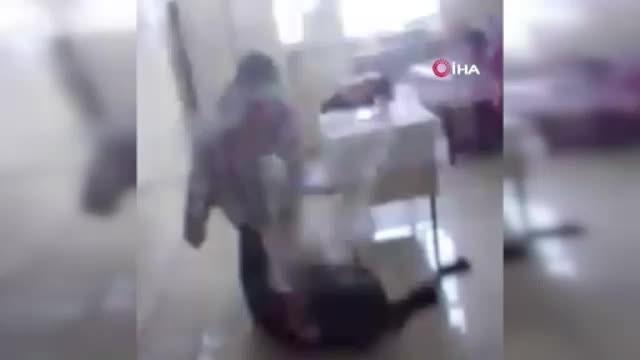 Öğrenciyi tokatlayıp yerde sürükledi
