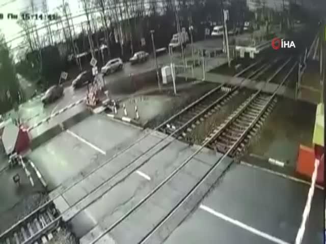 Hızlı tren yayaya çarptı